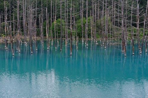 Hồ nước ma thuật đổi màu theo thời tiết - 10