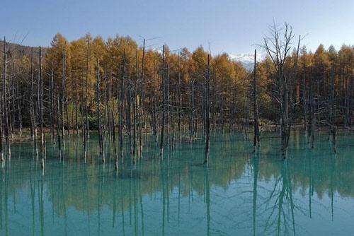 Hồ nước ma thuật đổi màu theo thời tiết - 11