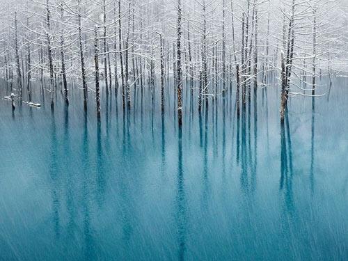 Hồ nước ma thuật đổi màu theo thời tiết - 2