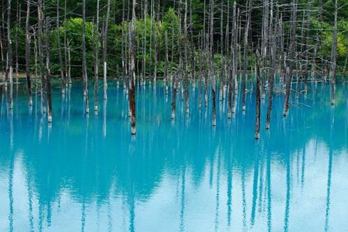 Hồ nước ma thuật đổi màu theo thời tiết - 3