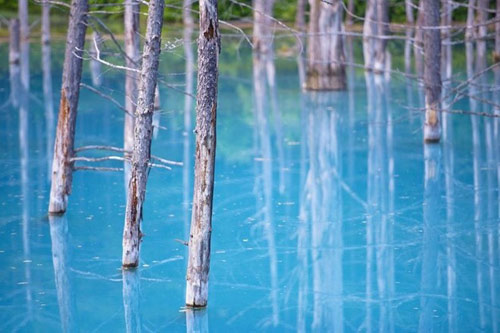 Hồ nước ma thuật đổi màu theo thời tiết - 4