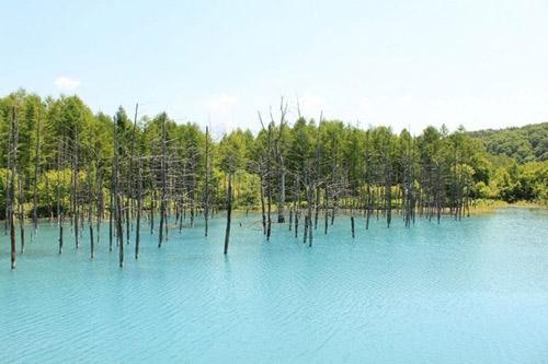 Hồ nước ma thuật đổi màu theo thời tiết - 5