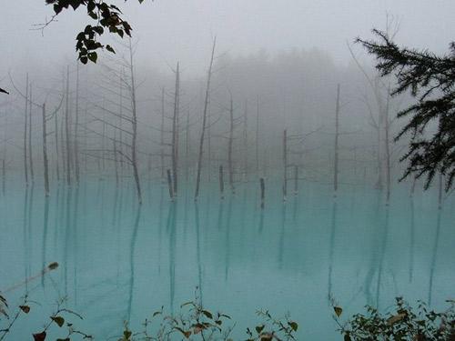 Hồ nước ma thuật đổi màu theo thời tiết - 8