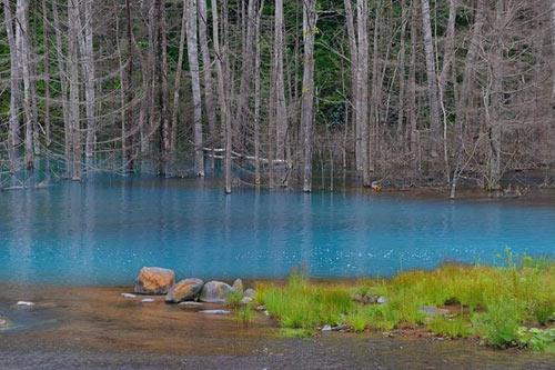 Hồ nước ma thuật đổi màu theo thời tiết - 9