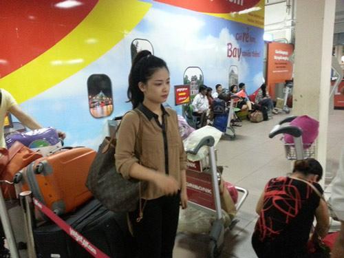 Dương Hoàng Yến lặng lẽ theo bạn trai về Hà Nội - 5
