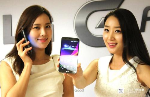 """Điện thoại cong LG G Flex khoe giao diện """"độc"""" - 2"""