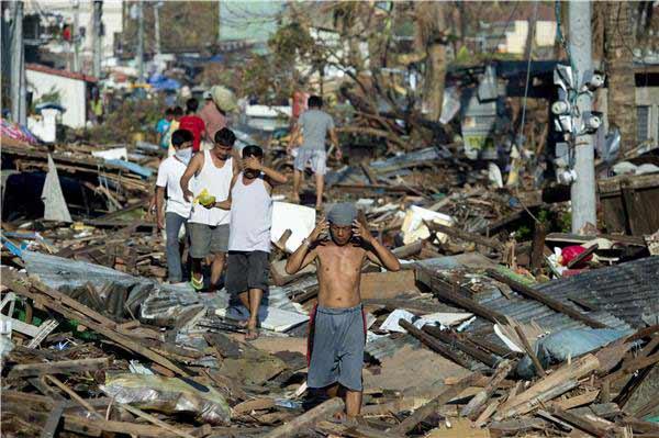 Philippines: Hỗn loạn đếm xác sau siêu bão - 1