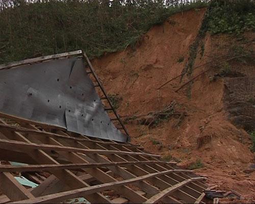 Quảng Ngãi: Đến nơi núi nổ chôn vùi 2 vợ chồng - 2