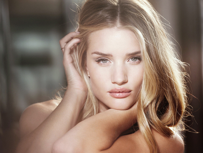 Rosie Alice Huntington-Whiteley sinh ngày 18 tháng 4 năm 1987.