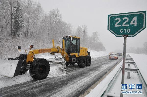 Ảnh: Bão tuyết hoành hành ở TQ, 4 người chết - 5