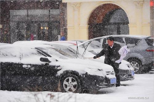 Ảnh: Bão tuyết hoành hành ở TQ, 4 người chết - 9