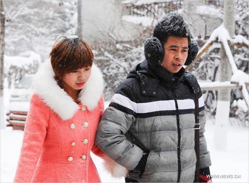Ảnh: Bão tuyết hoành hành ở TQ, 4 người chết - 11