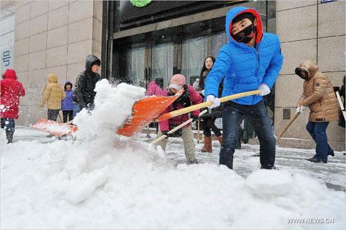 Ảnh: Bão tuyết hoành hành ở TQ, 4 người chết - 4