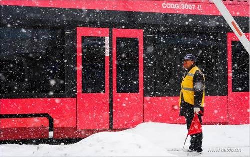 Ảnh: Bão tuyết hoành hành ở TQ, 4 người chết - 1