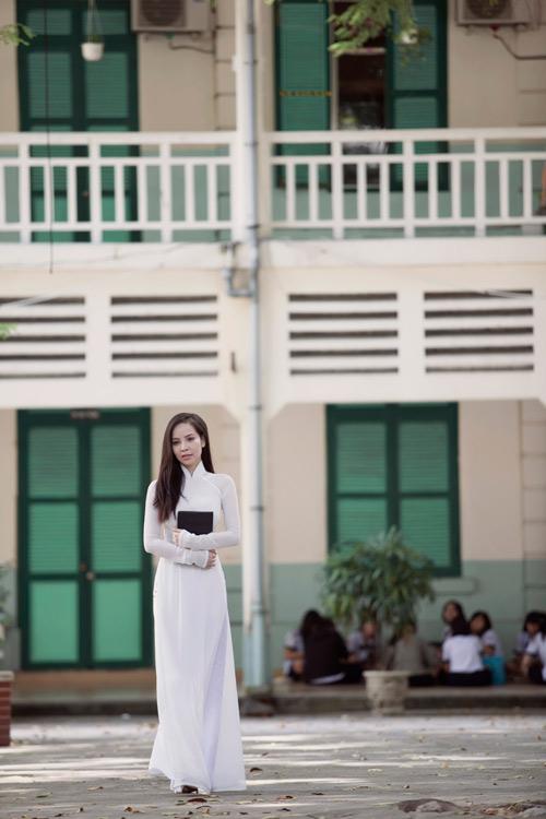 Ngọc Bích duyên dáng với áo dài nữ sinh - 2