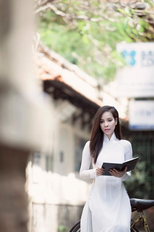 Ngọc Bích duyên dáng với áo dài nữ sinh - 7