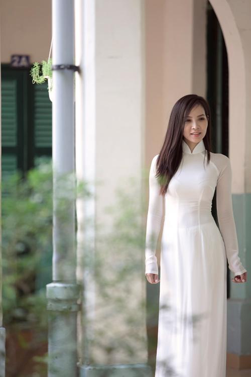 Ngọc Bích duyên dáng với áo dài nữ sinh - 5