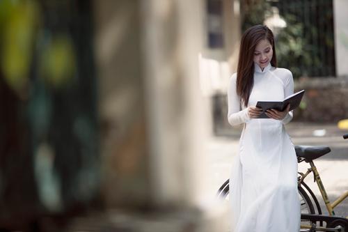 Ngọc Bích duyên dáng với áo dài nữ sinh - 3