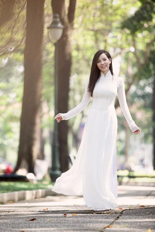Ngọc Bích duyên dáng với áo dài nữ sinh - 4