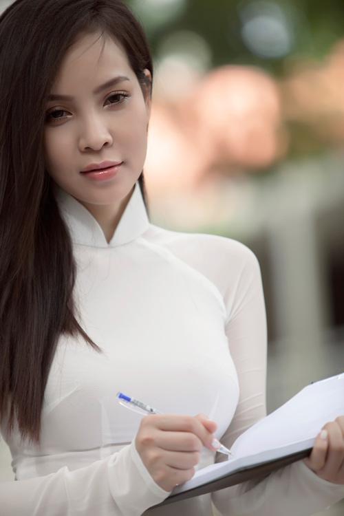 Ngọc Bích duyên dáng với áo dài nữ sinh - 1