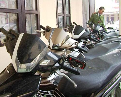 Bẻ khóa, trộm 14 xe máy tay ga đắt tiền - 1
