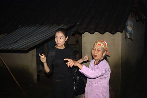 Vợ chồng Thu Minh lặn lội đi từ thiện - 9