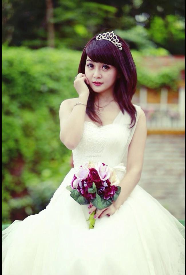 Cô cũng từng lọt vào chung kết cuộc thi Imiss Thăng Long - Hoa khôi sinh viên Hà Nội 2010