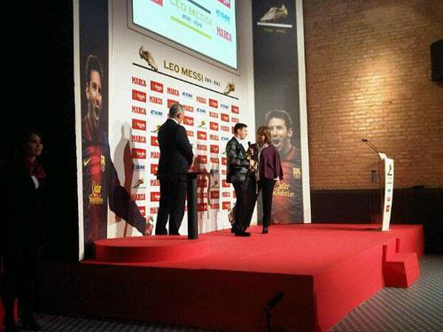 """Messi nhận danh hiệu """"Chiếc giày vàng"""" - 4"""