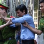 An ninh Xã hội - Luật sư hầu tòa vì bị cáo buộc lừa chạy án