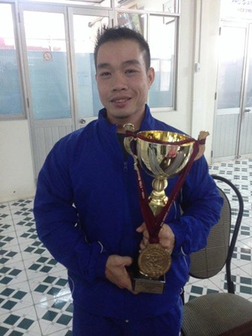 Lực sĩ Nguyễn Anh Thông được thưởng nóng 100 triệu đồng - 1