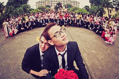 Sinh viên chụp ảnh kỷ yếu tình yêu đồng tính