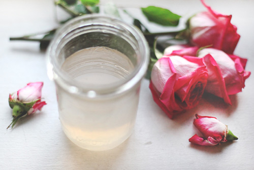 Làm đẹp rẻ tiền với nước hoa hồng tự chế - 7