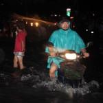 Tin tức trong ngày - TP.HCM lại ngập nặng sau trận mưa 30 phút