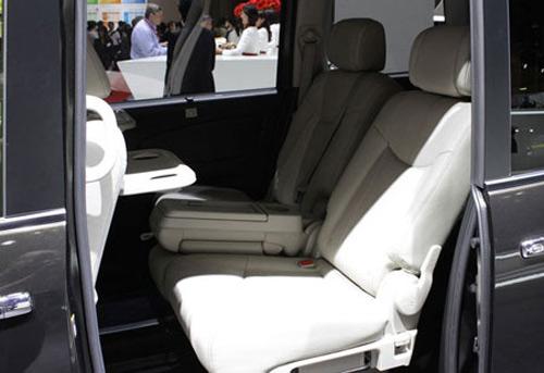Nissan Serena 2014 - Đối thủ 8 chỗ ngồi của Toyota Innova - 14
