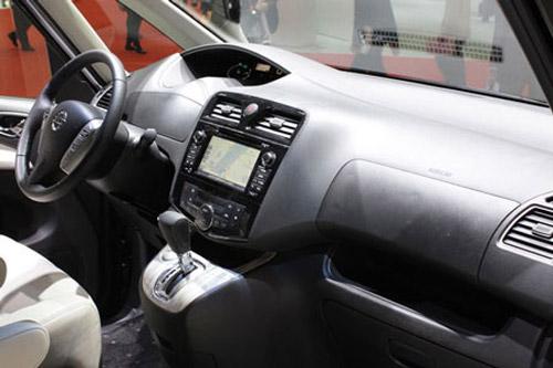 Nissan Serena 2014 - Đối thủ 8 chỗ ngồi của Toyota Innova - 11