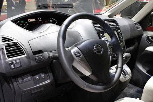 Nissan Serena 2014 - Đối thủ 8 chỗ ngồi của Toyota Innova - 12