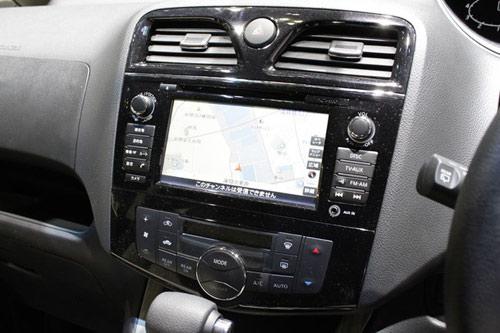 Nissan Serena 2014 - Đối thủ 8 chỗ ngồi của Toyota Innova - 13