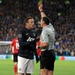 Bóng đá - Tránh được thẻ đỏ, Rooney cay cú BLV
