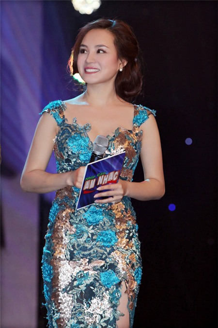 Những MC nóng bỏng của showbiz Việt - 17