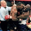 Mike Tyson trả lại tai cho Evander Holyfield