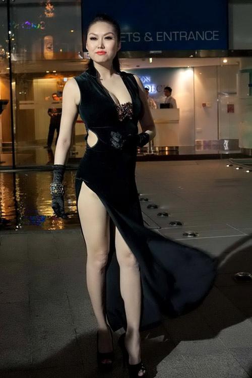 Váy xẻ thót tim của Phi Thanh Vân - 4