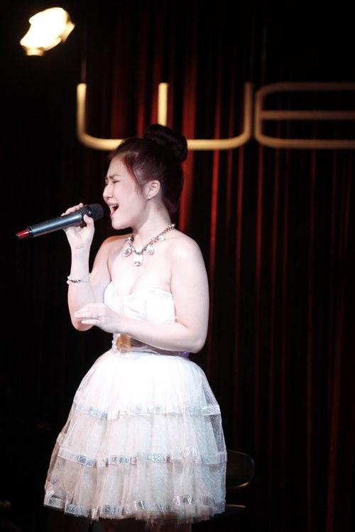 Hương Tràm, Hoàng Quyên hợp tác làm show - 1