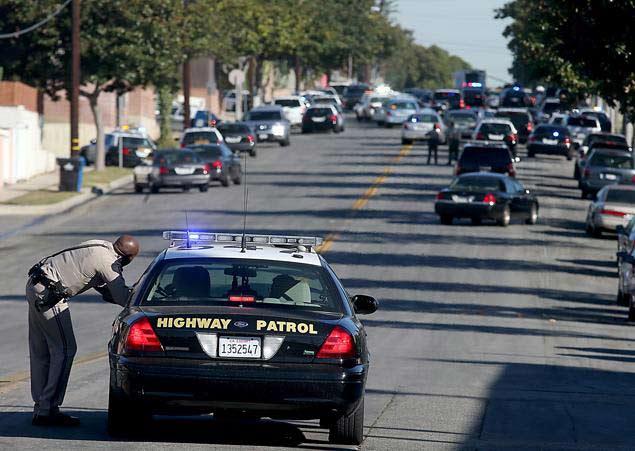 Mỹ: Bắt con tin, đấu súng cảnh sát suốt 9 giờ - 3