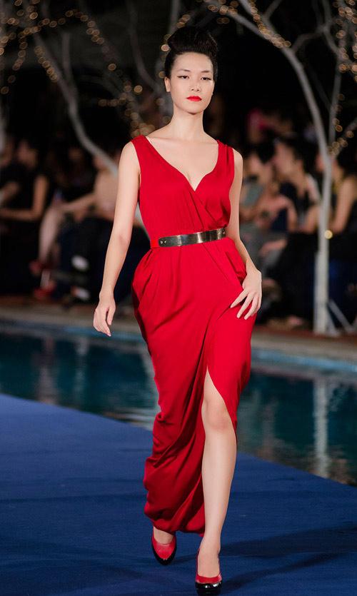 Bi hài khi Hoa hậu diễn catwalk - 3