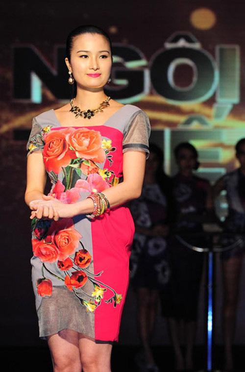 Bi hài khi Hoa hậu diễn catwalk - 1