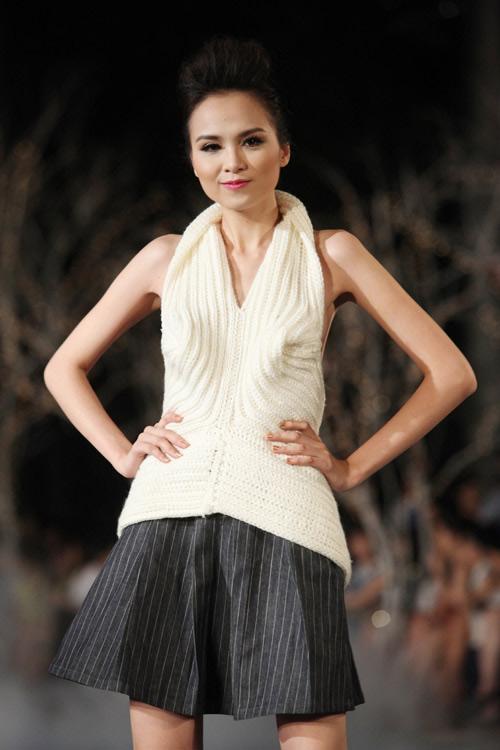 Bi hài khi Hoa hậu diễn catwalk - 6