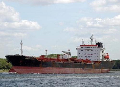 Tàu chở dầu không người lái trôi dạt trên biển - 1