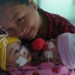 Tin tức trong ngày - 2 bé dính tim: Sinh con 11 tháng, bế con được 1 giờ