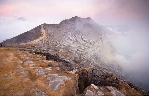 Những đốm lửa xanh kỳ ảo ở Indonesia - 9