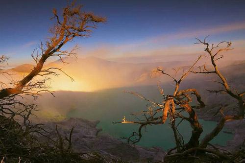 Những đốm lửa xanh kỳ ảo ở Indonesia - 3